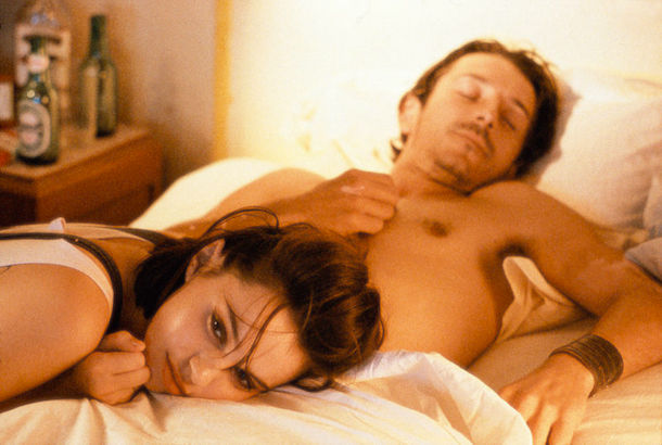 Beatrice Dalle & Jean-Hugues Anglade in the morning. Betty Blue, Jean-Jacques Beineix.  Cinematography | Jean-François Robin
