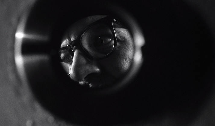 Peephole perspective: the unwanted visit from the landlord. Patrick Wymark REPULSION Roman Polanski, 1965 Cinematography | Gilbert Taylor