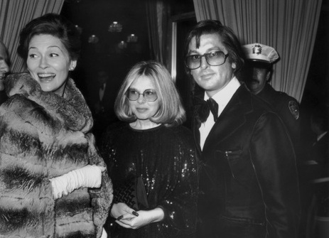 Faye Dunaway, Sue Mengers and Robert Evans playing nice in 1975. Photograph by Frank Edwards/Fotos International/Getty Images