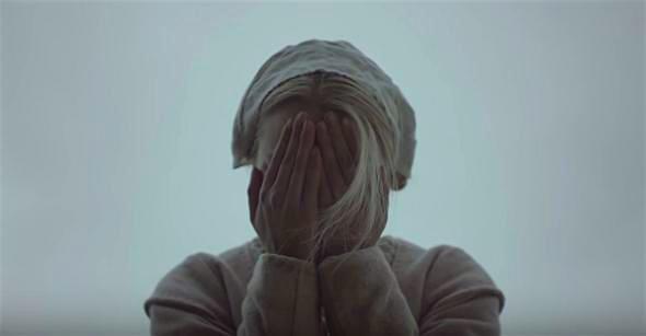 Peek-a-boo! Anya Taylor-Joy The Witch Robert Eggers, 2016 Cinematography | Jarin Blaschke